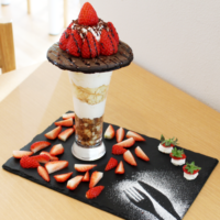 2月の新作メニューは高級苺「まりひめ」を使った2種のパフェ!